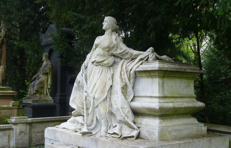 Grünanlagen & Friedhöfe » Melatenfriedhof: Frauen auf Melaten